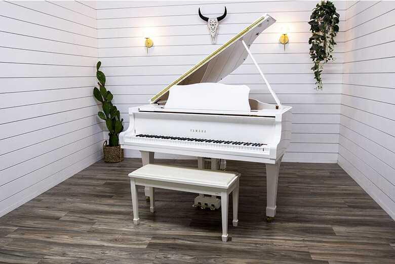 Yamaha C2 Baby Grand Piano