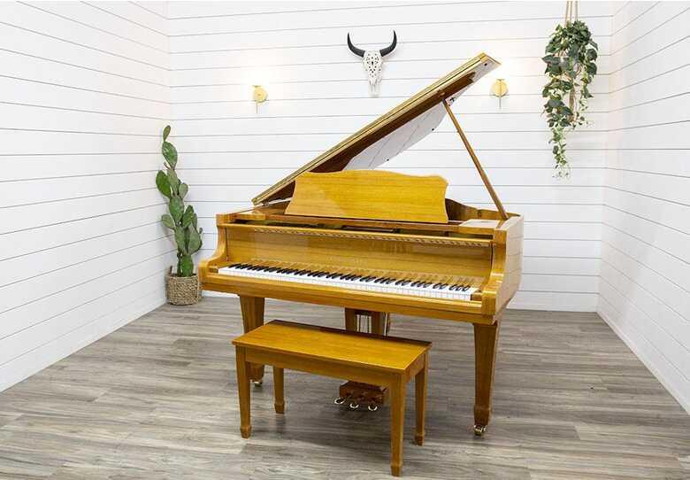Young Chang G-157 Baby Grand Piano