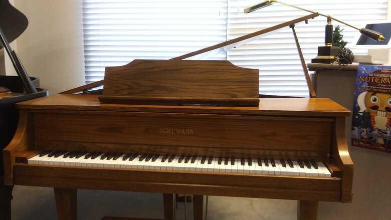 Schumann Baby Grand (Sale take 20% off)