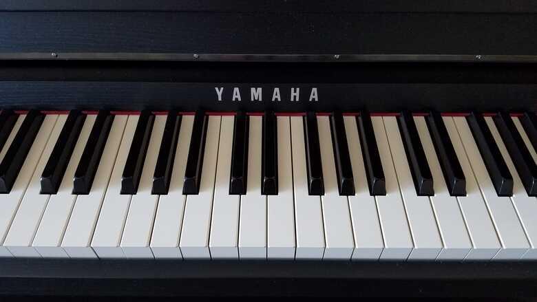 Yamaha Clavinova CLP-585