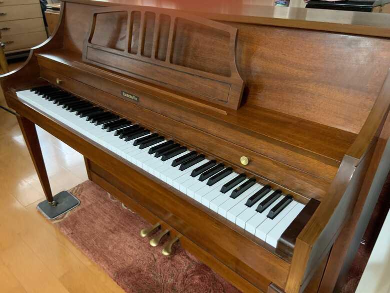 %$*Professionally Refurbished Baldwin Console Piano