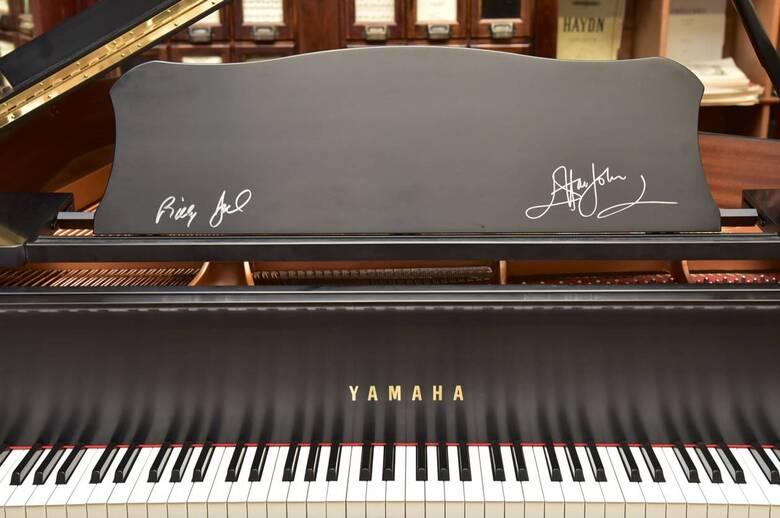 Billy Joel, Elton John signed this Yamaha Grand piano!
