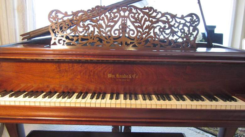 Queen Ann Burled Walnut technican approved 5'4' Grand Piano