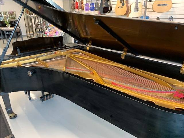 CONCERT GRAND YAMAHA Not used in concert Halls