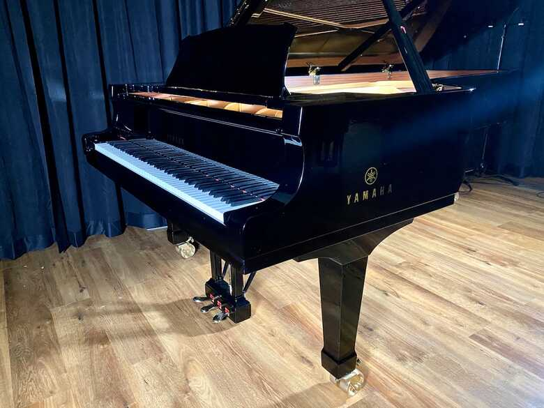 9' Yamaha CFIII Concert Grand Piano