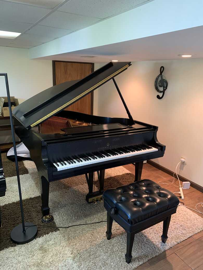 Van Cliburn winner owned piano. Great condition.