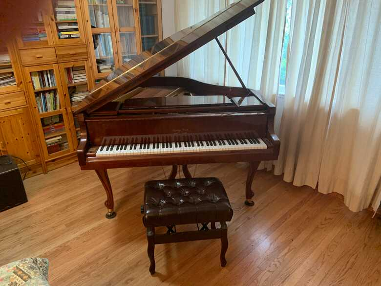 Mezza-coda piano like new on sale