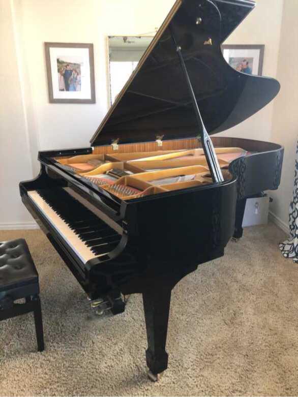 """6'8"""" Glossy Ebony Samick Grand Piano"""