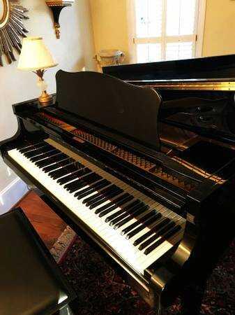 1998 Yamaha baby grand piano