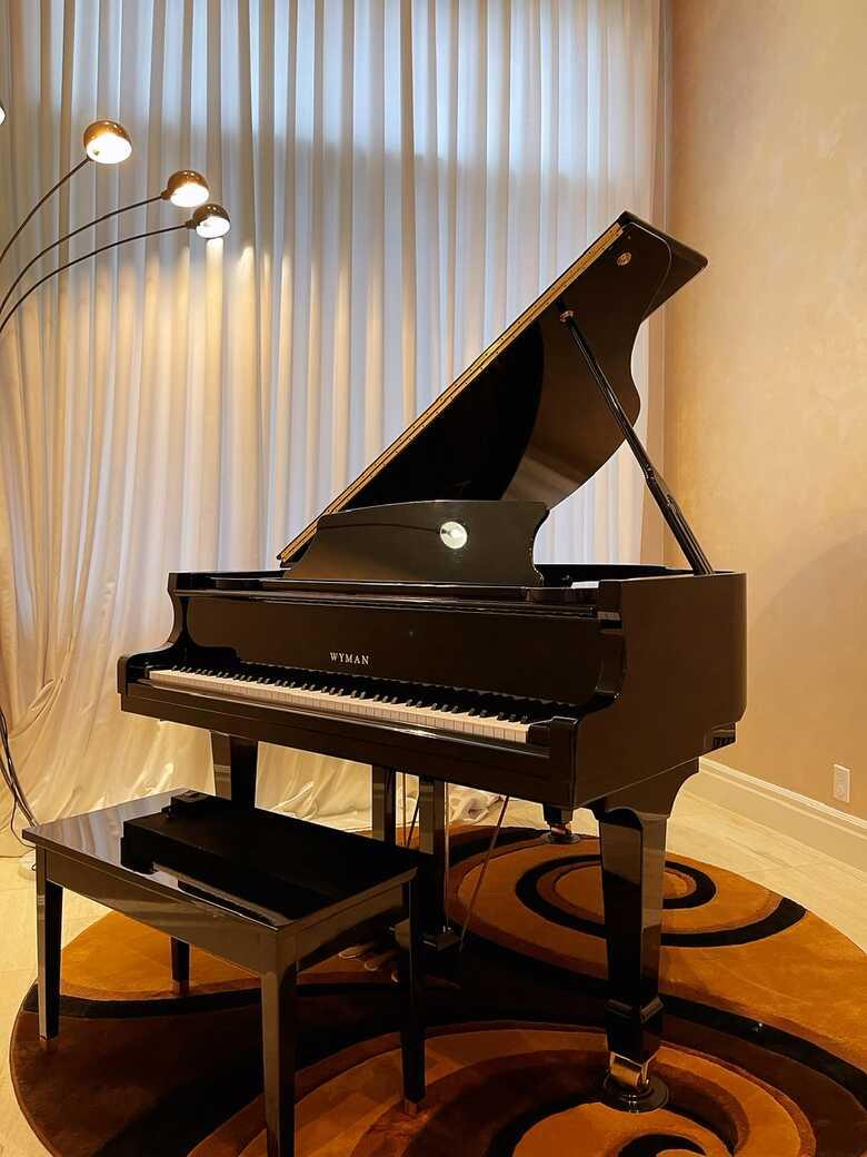 Wyman grand piano in excellent condition