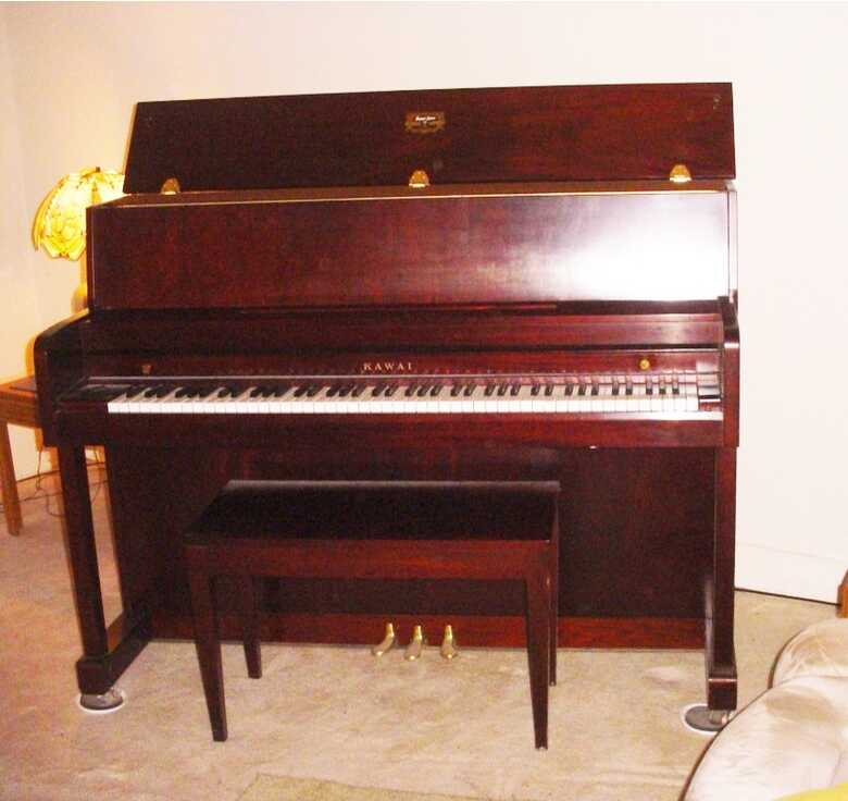 KAWAI UPRIGHT PIANO MODEL 506 NEAR NEW