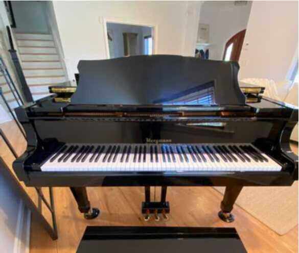 Bergmann BTG-150 Baby Grand Piano Ebony Gloss