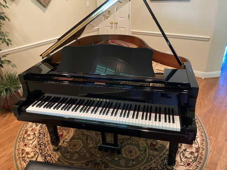Yamaha C3!  Moving, must sell!  Beautiful Piano