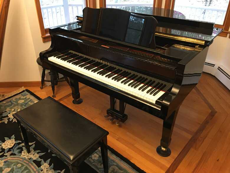 Yamaha C2 Baby Grand piano in excellent condition