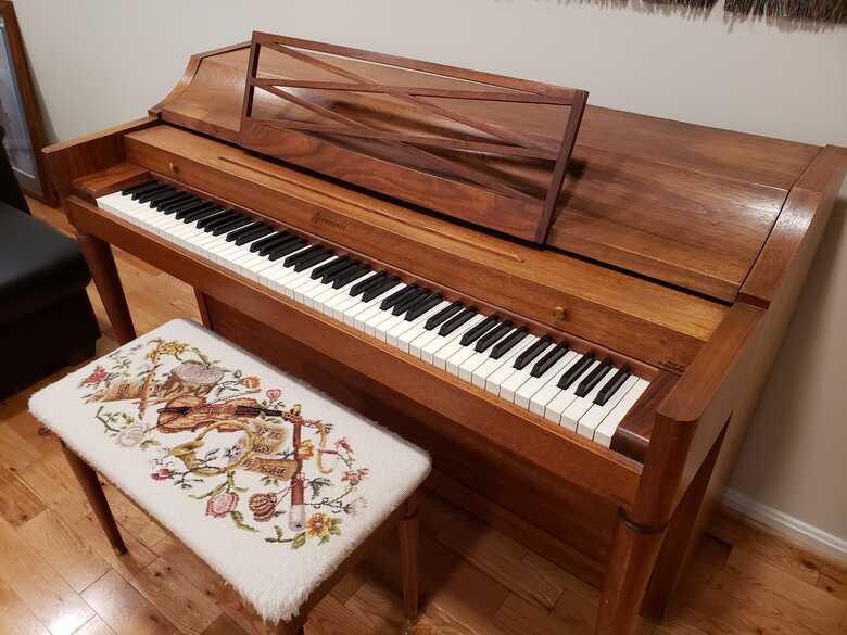Baldwin Acrosonic: Beautiful, popular spinet piano