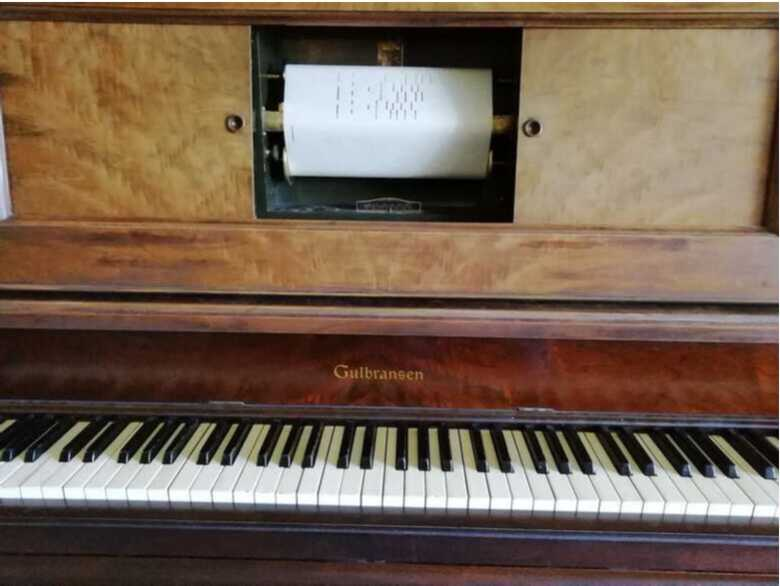 Gulbransen player piano in fully working condition