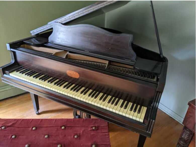 1900's George Steck baby Grand piano Offers Welcome