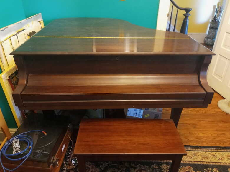 Beautiful essex 160 piano