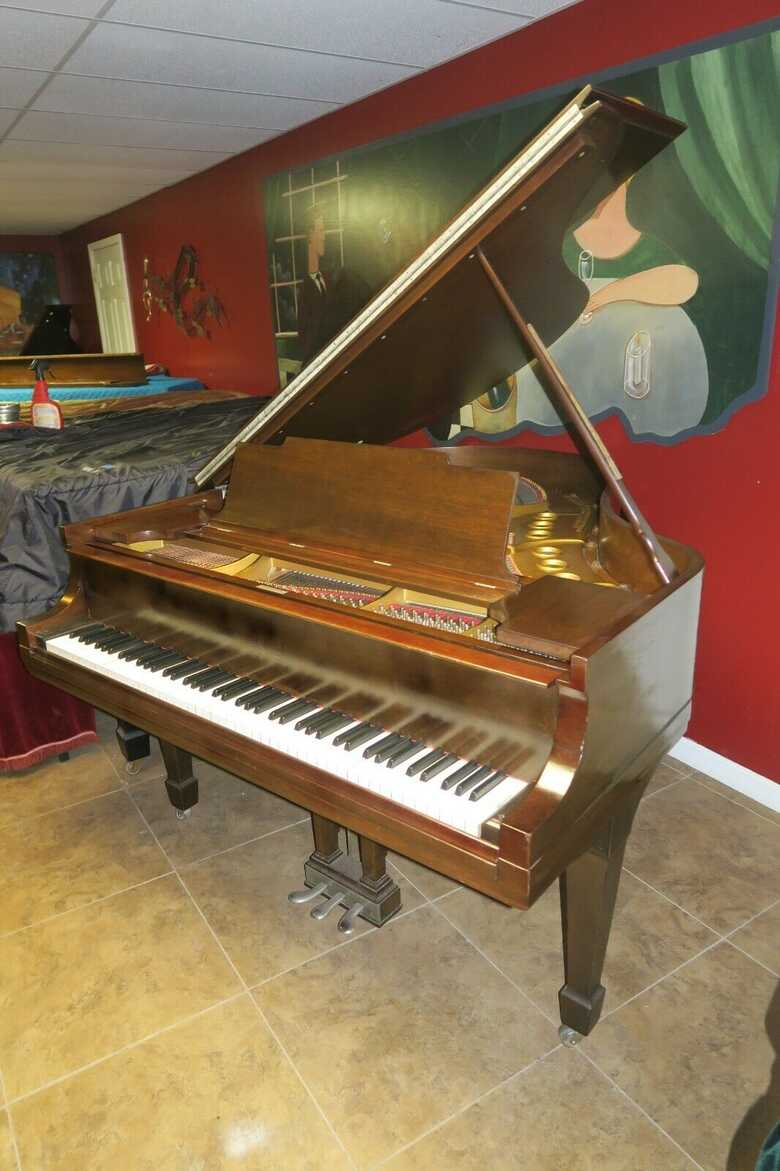 """STEINWAY & SONS 5'7 model """" M """" piano"""