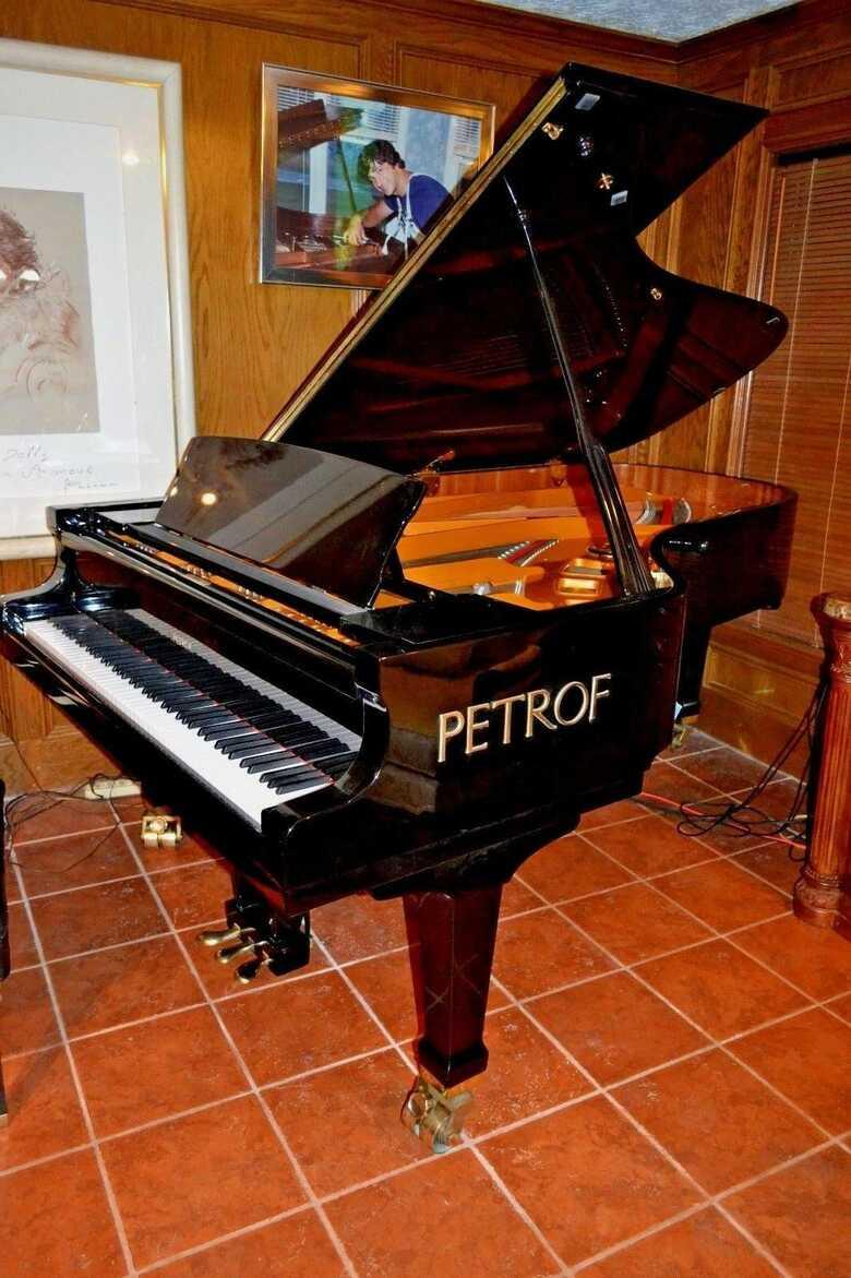 Concert sounding PETROF 7'9 grand piano model II & Steinway