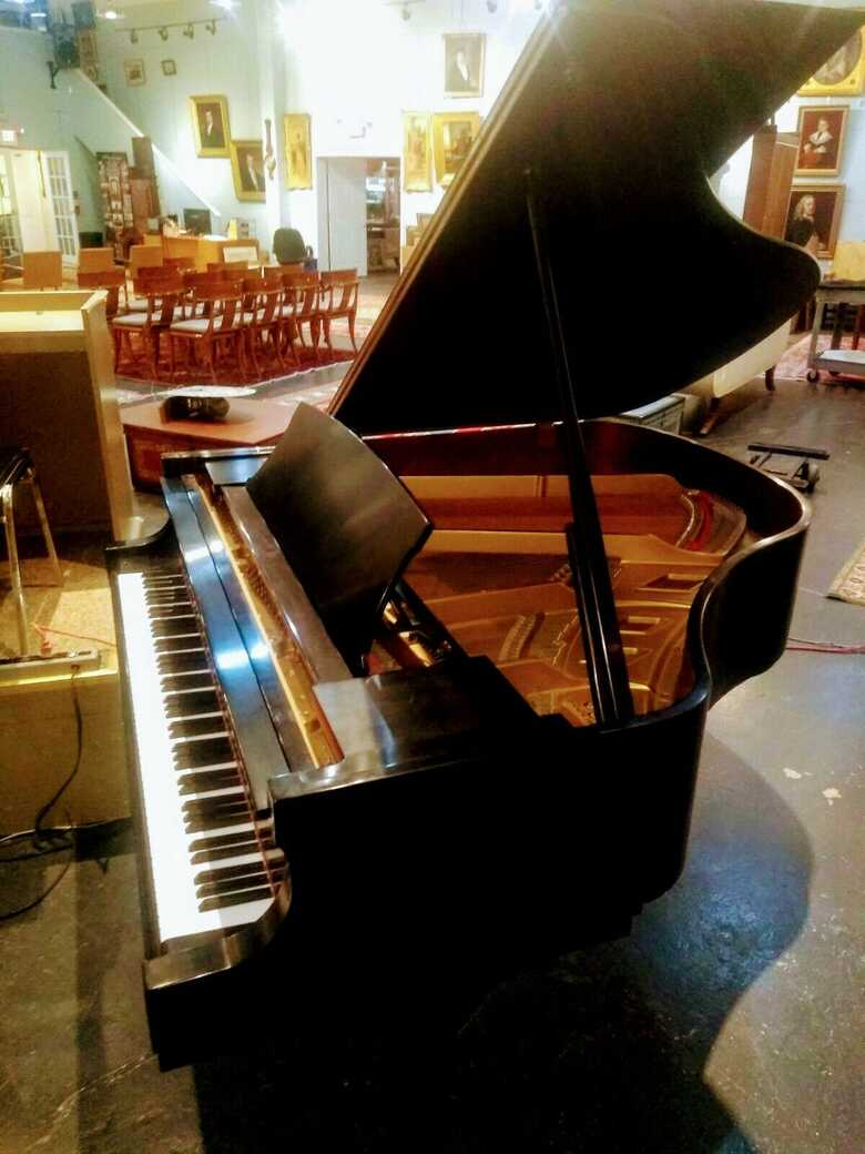 2007 BOSTON BY STEINWAY & SONS BABY GRAND PIANO